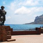 Памятник поэту Волошину на набережной