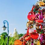 Лужков мост: «Дерево любви» и Скамья примирения
