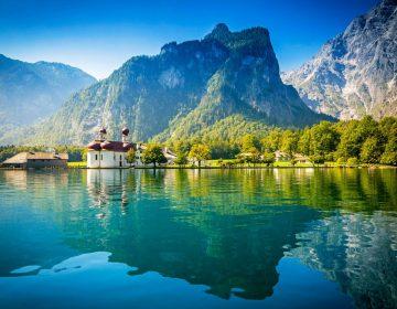 Кристально чистое озеро Кёнигзее