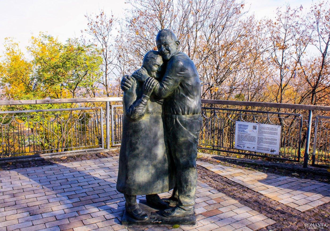 Памятник «Вечная любовь: Луиджи и Мокрина» в Киеве