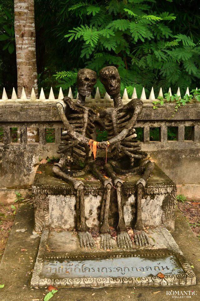 Влюблённые скелеты в Таиланде