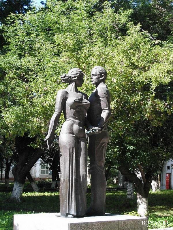 Скульптура Влюблённых в Тольятти