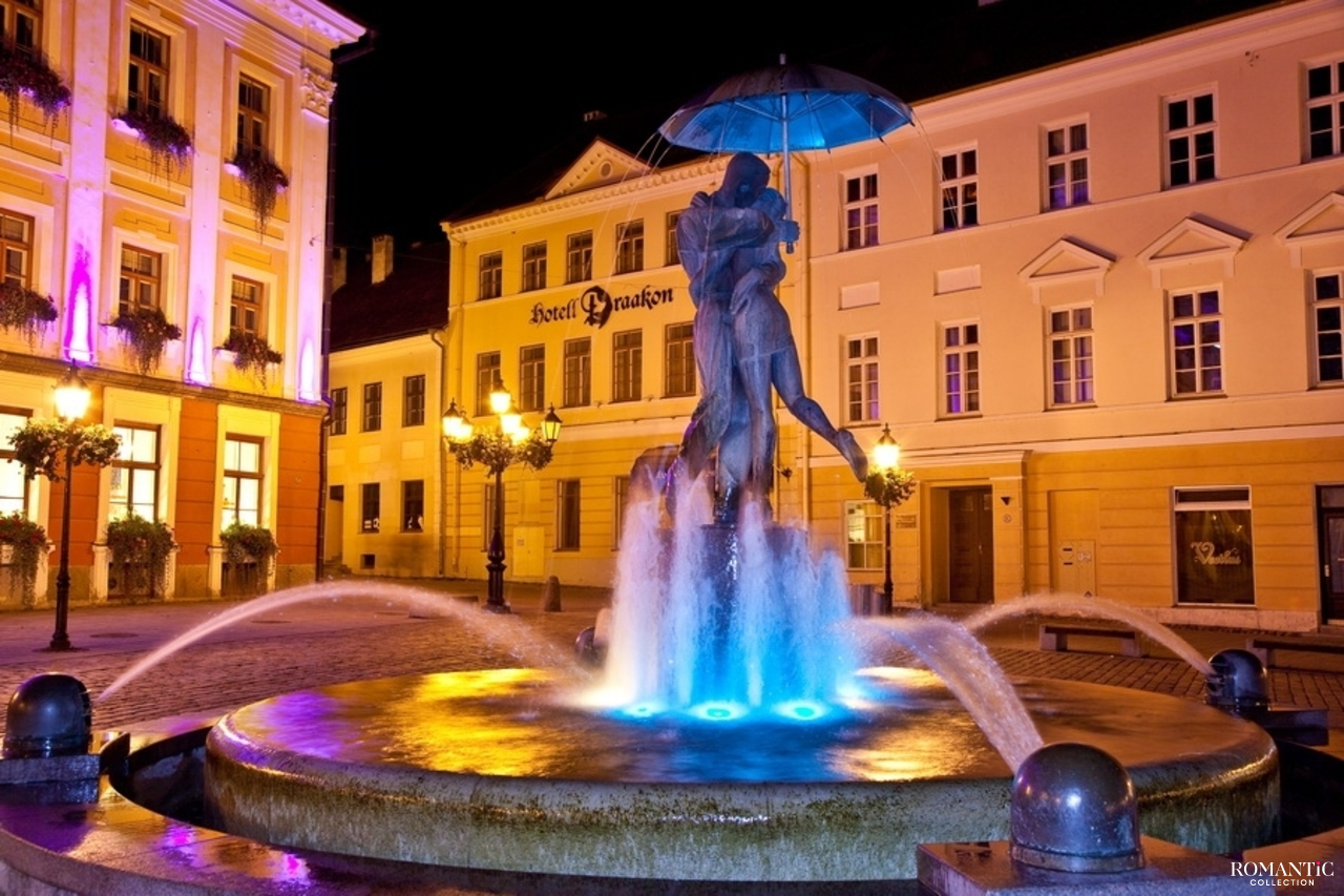 Фонтан «Целующиеся студенты» в Тарту, Эстония