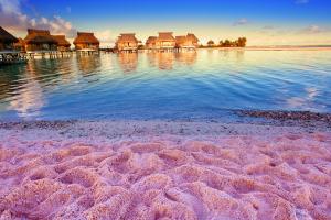Пляж с розовым песком Багира Гуру