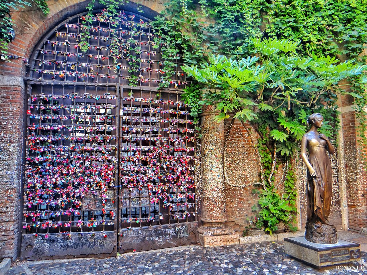 Ворота с замочками влюблённых