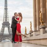 Поцелуй около Эйфелевой башни
