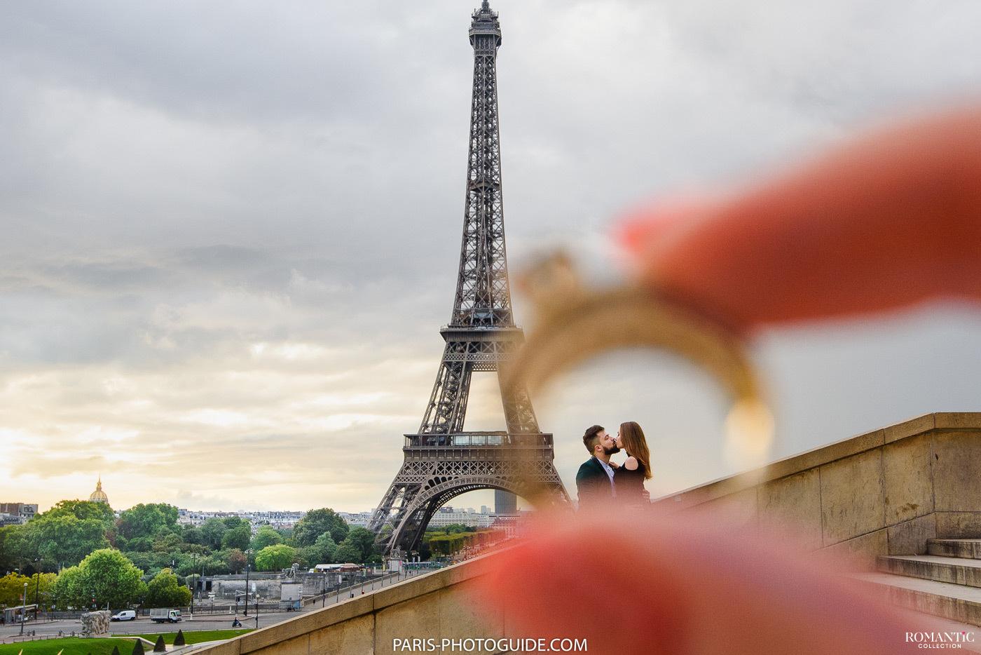Предложение руки и сердца у Эйфелевой башни