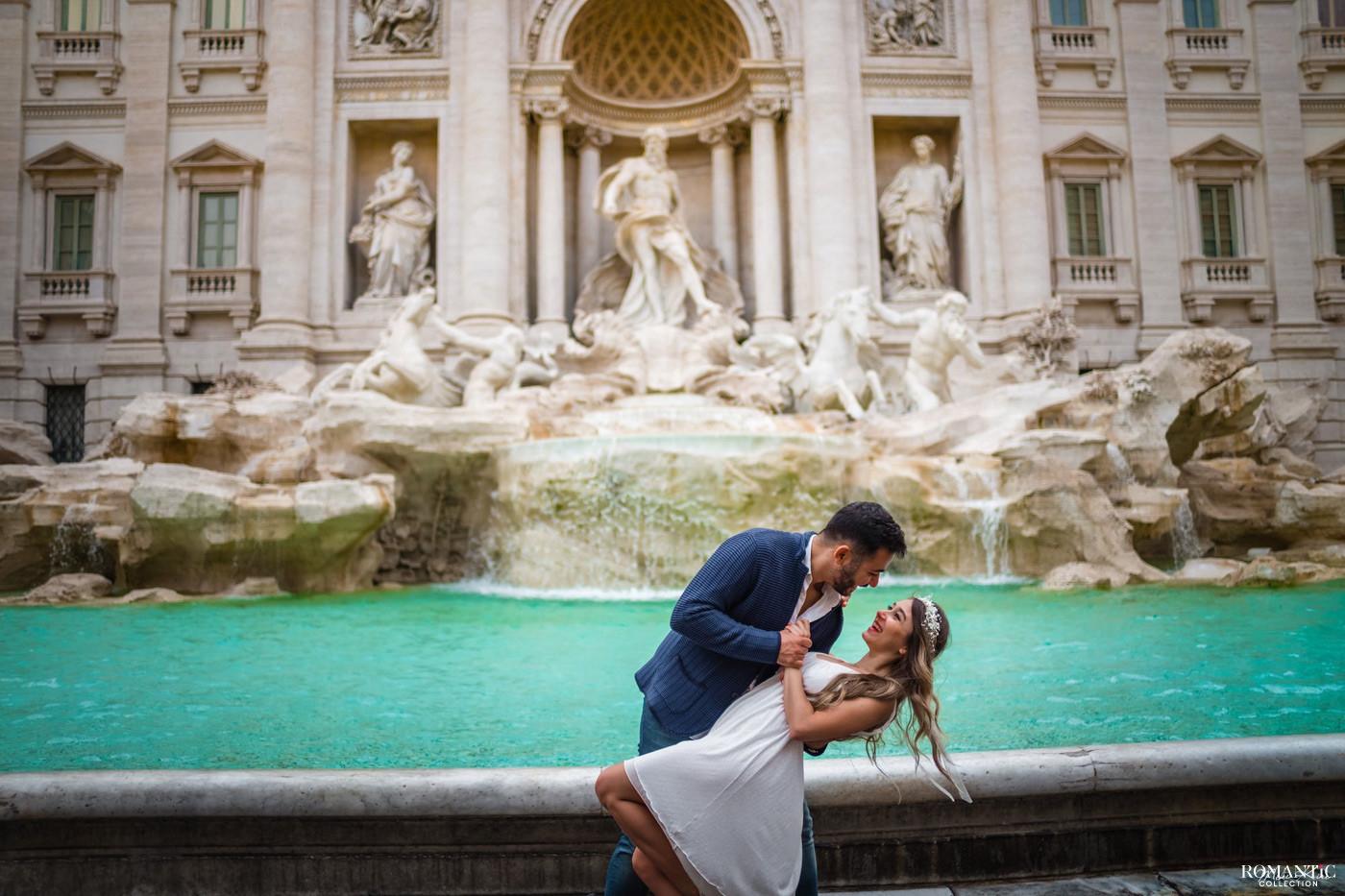 Влюблённые у фонтана Треви
