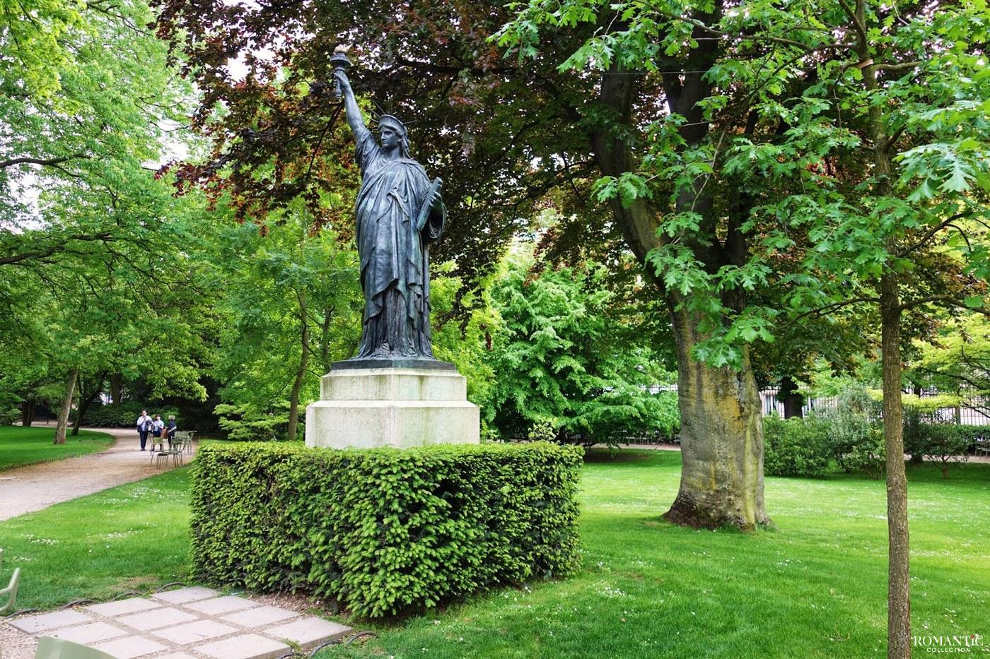 Статуя Свободы в Люксембургском саду