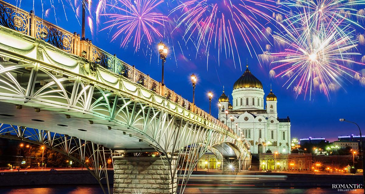 Пешеходный Патриарший мост через Москву-реку