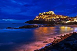 Остров Сардиния ночью