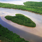 Остров на Ваза-Баррис в Бразилии