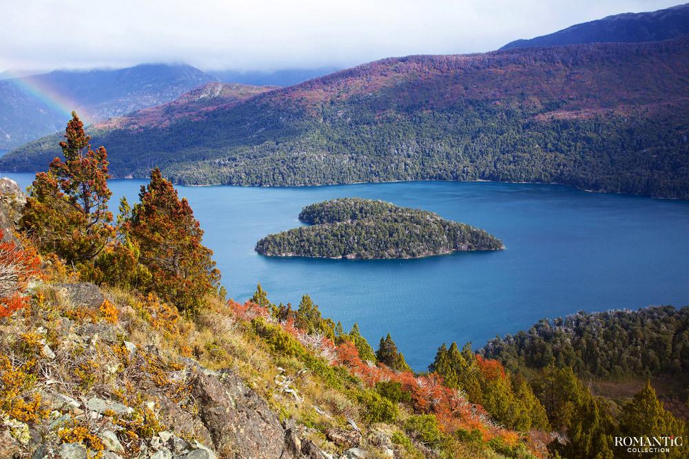Остров на озере Гутиеррес в Патагонии