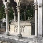 Могила влюбленных Элоизы и Абеляра