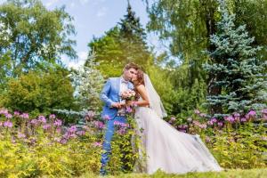 Свадебная прогулка в розарии