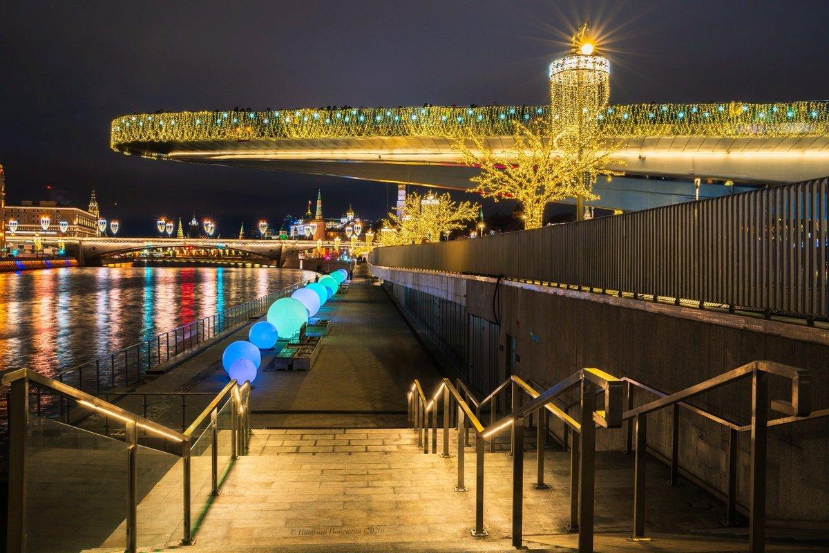 Новогодняя иллюминация Парящего моста