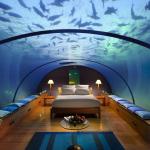 Номер отеля под водой