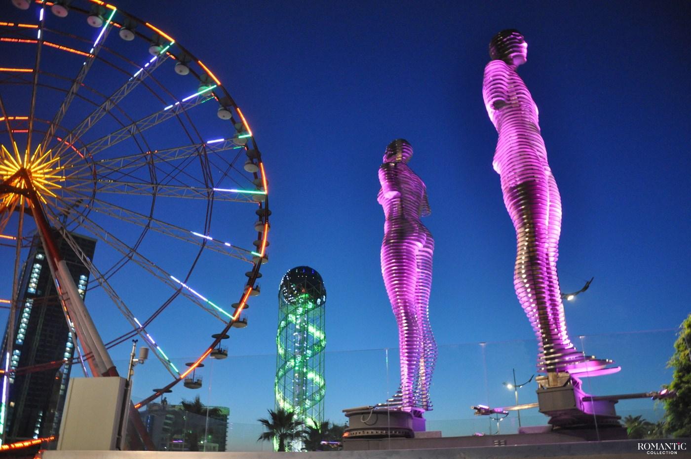 Скульптура любви ночью