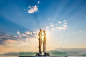Скульптура любви на рассвете