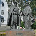 Памятник Петра и Февронии Муромских в Архангельске