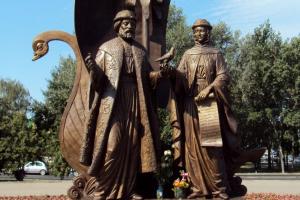 Памятник Петра и Февронии Муромских в Екатеринбурге