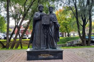 Памятник Петра и Февронии Муромских в Сергиевом Посаде