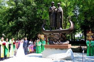 Памятник Петра и Февронии Муромских в Симферополе