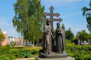 Памятник Петра и Февронии Муромских в Великом Новгороде