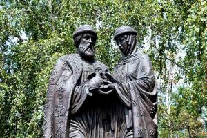 Памятник Петра и Февронии Муромских в Ярославле