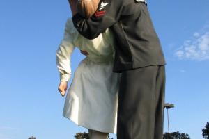 Статуя «Безоговорочная капитуляция»