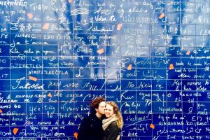 Влюбленные у Стены Любви