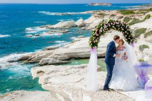 Свадебная церемония на пирсе набережной Финигудес