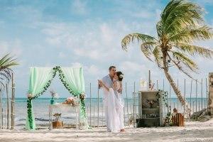 Свадебная церемония на пляже в Мексике