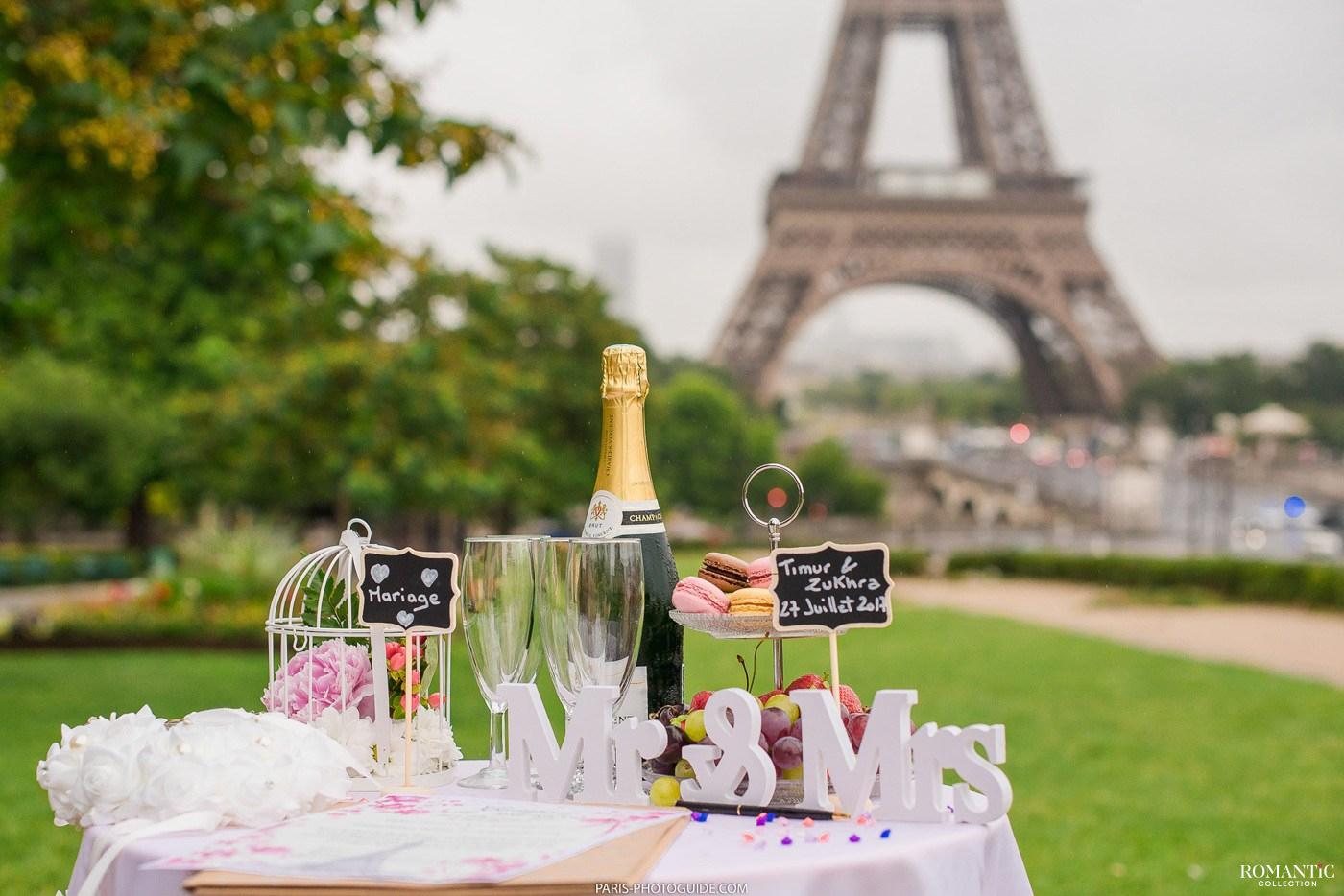 Свадебная церемония у подножия Эйфелевой башни