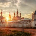 Свято-Троицкий монастырь на закате