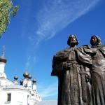 Скульптура Петра и Февронии Муромских