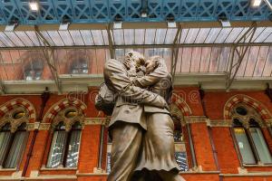 Скульптура «Место встречи» на вокзале Сент-Панкрас